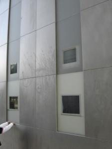 Les écrans du Mur de la Paix à Paris